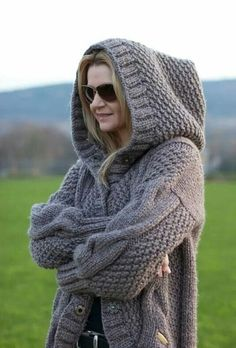 Knitting Stitches, Hand Knitting, Knitting Patterns, Knitwear Fashion, Knit Fashion, Jumpers For Women, Cardigans For Women, Chunky Wool, Knitted Coat