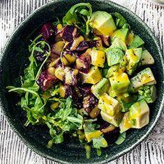 Avocado and roasted beetroot salad Healthy Recepies, Raw Food Recipes, Salad Recipes, Healthy Snacks, Dinner Recipes, Healthy Eating, Cooking Recipes, Ensalada Rusa Recipe, Ensalada Thai