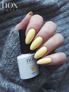 Żółte paznokcie to idealny wybór na wiosenne wieczory! Pomóżcie nam przywołać wiosnę pięknymi żywymi kolorkami 🌷! Dzisiaj w roli głównej słodziutki Ananas 🍍. Pamiętajcie również o trwającej promocji aż -50% na wszystkie hybrydy w naszym sklepie! 😋