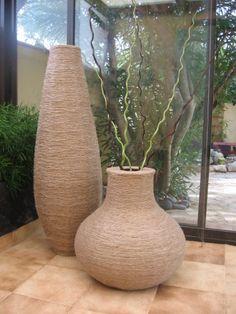 Bonsoir, le long vase en carton est maintenant achev�, le voici avec son fr�re…