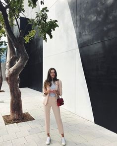 "Polubienia: 601, komentarze: 28 – Valeria Lipovetsky (@valerialipovetsky) na Instagramie: ""Miami you are the perfect escape #ootd"""