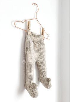 Baby Polaina de punto NUR - Tutorial y Patrón - Creativa Atelier Baby Leggings Pattern, Baby Booties Free Pattern, Baby Sweater Knitting Pattern, Knitting Designs, Baby Patterns, Sweater Knitting Patterns, Knitting Projects, Knitting Stitches, Knitted Booties