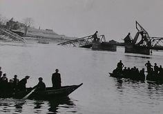 Kampen De 2e keer dat de stadsbrug vernietigd werd.Dit keer door de vluchtende Duitsers in 1945 Louvre, Building, Travel, People, Voyage, Buildings, Viajes, Traveling, People Illustration