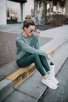 Equip yourself specifically for your courses and take on each of your fitness center regular with the most modern types workout clothes for women. Yoga Outfits, Yoga Pants Outfit, Legging Outfits, Athleisure Outfits, Sport Outfits, Casual Sporty Outfits, Womens Workout Outfits, Preppy Outfits, Sport Fashion