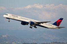 Delta_Boeing_757-300_N583NW_(6405374251).jpg (4032×2688)