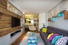 Saiba quais as vantagens em escolher o papel de parede ou pintura na hora de decorar sua casa.