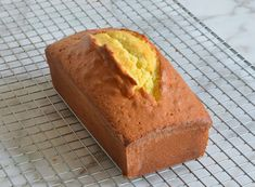 TESTED & PERFECTED RECIPE - Elegant and simple, this rich and buttery pound cake is like the little black dress of dessert. Pond Cake, Pound Cake Recipes, Savoury Cake, Cupcake Cakes, Cupcakes, Bundt Cakes, Clean Eating Snacks, Queso, Eat Cake