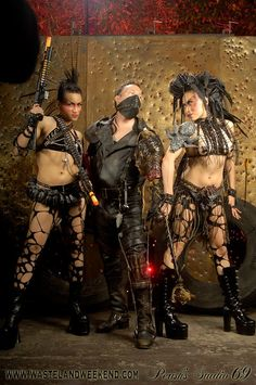 """10 Photos Of """"Authentic"""" Post-Apocalypse Fashion Outlaw Look Ideas? Post Apocalyptic Fiction, Post Apocalyptic Costume, Apocalypse Fashion, Post Apocalypse, Cosplay, Wasteland Warrior, After Earth, Steampunk, Wasteland Weekend"""