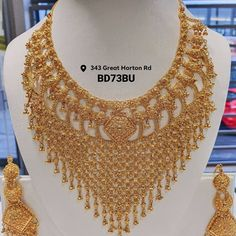 Gold Chain Design, Gold Bangles Design, Gold Jewellery Design, Jewelry Design Earrings, Gold Earrings Designs, Jewelry Sets, India Jewelry, Ethnic Jewelry, Necklace Designs