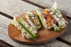 Céleris farcis   Recettes   Signé M Avocado Toast, Celery, My Recipes, Tva, Picnic, Tacos, Appetizers, Breakfast, Ethnic Recipes