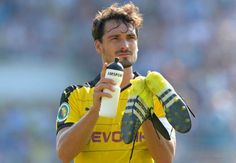 Hummels' father suggests potential Bayern switch