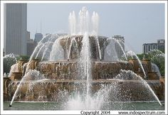 Google Image Result for http://wedding-pictures-02.onewed.com/13096/buckinghamfountain.jpg