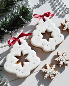 Christmas Baking, Christmas Cookies, Home Bakery, Holiday Desserts, Royal Icing, Cookie Decorating, Sugar Cookies, Gingerbread Cookies, Food And Drink