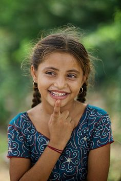 Kids Around The World, People Of The World, Beautiful Smile, Beautiful Children, Innocent Girl, Indian People, Bride Photography, Portraits, Indian Beauty Saree
