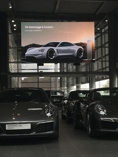 Ecran geant LED 13,5m2 Pitch 2,5mm Concession automobiles Porsche Lyon St Priest