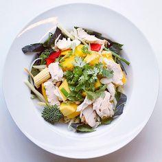 Salad Pride: pepper, chicken and mango