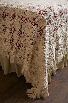 Antique IRISH CROCHET BEDSPREAD - Pinwheel Design - Hand-tied Fringe Border - this looks amazing. I bet the motif works pretty quickly but that fringe... Omg!