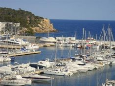 Port de Santa Eulària des Riu en Santa Eulalia del Río, Islas Baleares - #Ibiza #boats #travel #ibiza #formentera