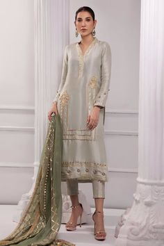 Brocade Lehenga, Semi Formal Wedding, Pantsuits For Women, Pakistani Outfits, Women Wear, Ladies Wear, Silk Top, Sleeve Styles, Shirt Style