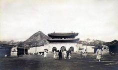 Gwanghwa-mun 1904 경복궁(景福宮)의 어제와 오늘