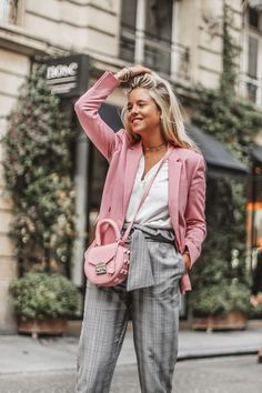 blazer outfit Chic combo for the Paris Fashion Week Rosa Blazer, Prince of Wales-Karohose und Dior-Heels Blazer Rose, Look Blazer, Casual Blazer, Curvy Fashion, Look Fashion, Fashion Outfits, Womens Fashion, Blazer Fashion, Fashion 2018