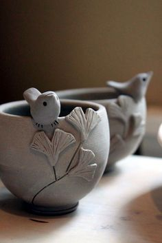 40 DIY Pinch Pots ideas to try out - bored art Clay bowls . 40 DIY Pinch Pots ideas to try out – bored art clay bowls Hand Built Pottery, Slab Pottery, Pottery Bowls, Ceramic Pottery, Pottery Art, Thrown Pottery, Pottery Wheel, Clay Pinch Pots, Ceramic Pinch Pots