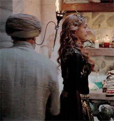 """Hürrem Sultan - """"Entertainment for the Sultan - Captivating Curves"""" Season 3, Episodes 3-4 (66-67)"""