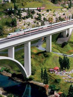 Track Layout Ideas for Your Model Train Ho Model Trains, Ho Trains, Train Ho, Escala Ho, Train Miniature, Garden Railroad, Railroad Bridge, N Scale Trains, Architecture Images