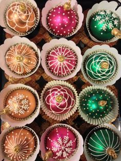 Holiday Ornaments Cupcakes- It's unbelievable that these are edible!