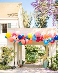 colorful wedding balloon arch decoration balloons Brilliantly Bold + Colorful California Wedding with Tons of Musical Accents — Part 2 Rainbow Balloons, Colourful Balloons, Wedding Locations California, California Wedding, Deco Ballon, Party Fiesta, Wedding Balloons, Wedding Balloon Decorations, Party Ballons