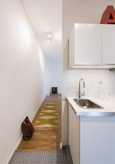 Wohnungsumbau Berlin by fl!nk.architekten | küche | parkett | teppich | fliesen | spüle