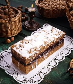Old Polish piernik, photo: Andrzej Zygmuntowicz / Reporter / East News Christmas Dishes, Christmas Desserts, Christmas Baking, Christmas Recipes, Christmas Ideas, Christmas Tree, Food Cakes, Sweets Cake, Cupcake Cakes