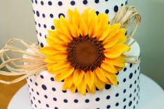 Gumpaste Sunflower - I recently made this gumpaste flower for a display cake & video :)  So happy with how it turned out, sunflowers are such happy flowers!!