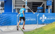 Conseils course à pied incontournables - Running Addict Entrainement Running, Lus, Courses, Montreal, Basketball Court, Articles, Sports, Running, Tips