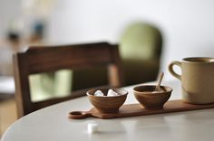 quince with sugar World Of Interiors, Wabi Sabi, Wood Bowls, Simple House, Kitchen Accessories, Tea Time, Food Photography, Product Photography, Sweet Home