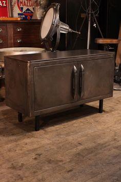 meuble industriel ancien vestiaire deco loft meuble. Black Bedroom Furniture Sets. Home Design Ideas