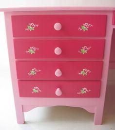 Deskchairpink02 hand painted incl decoration #kinderbureau #kindermeubelen #kinderkamers