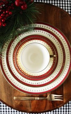 A vibrant yet subtle and elegant dinnerware set from the American classic pottery Homer Laughlin. Let these extremely classy and elegant plates featuring a soft cream and maroon band with a gorgeous gold overlay, adorn your Christmas dinner table this season. Also perfect for your dinner table all year round. Buy here: http://etsy.me/2h6Mds5