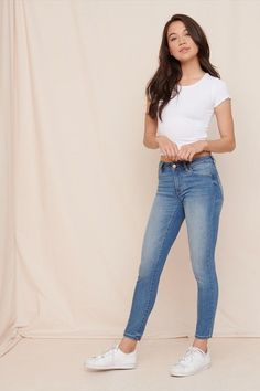 Mid rise jegging fashion 3 outfits, fashion outfits и jean j Casual Outfits 2018, Outfits For Teens, Trendy Outfits, Cool Outfits, Denim Outfits, Women's Fashion Dresses, Girl Fashion, Fashion Hats, Jeggings Outfit