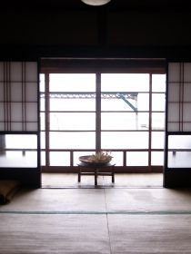日本の木と自然素材でつくる、住む人と地球にやさしい住まいを提案する工務店アトリエDEF。古くて新しいこれからの暮らしをつくっていきます。
