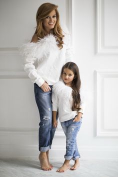 super Ideas for baby fashion twin Mother Daughter Pictures, Mother Daughter Fashion, Mom Daughter, Mother Daughters, Mommy And Me Outfits, Family Outfits, Girl Outfits, Fashion Kids, Girl Fashion