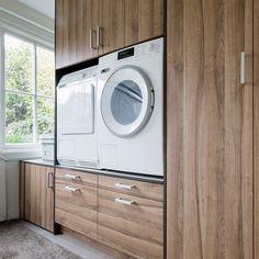 Wasmachinekast op maat | Woninginrichting-Aanhuis.nl | Woninginrichting Aanhuis Stacked Washer Dryer, Washer And Dryer, Laundry Room, Washing Machine, Home Appliances, Blog, Diy, House Appliances, Bricolage