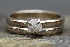 A prong-set rough diamond engagement ring and wedding band from Specimental via etsy. #weddingrings #rawdiamonds