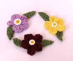 drobné háčkované kvetinky