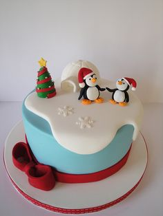while teaching my students in the LIttle Penguins Christmas Cake Workshop. ideas cake christmas santa fondant for 2019 Christmas Cake Designs, . Christmas Cake Designs, Christmas Cake Decorations, Christmas Cupcakes, Christmas Sweets, Holiday Cakes, Christmas Cooking, Fondant Christmas Cake, Xmas Cakes, Christmas Christmas