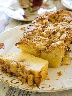 עוגה לבנה ורכה לקפה עם פירורים, וגם קלה מאד להכנה