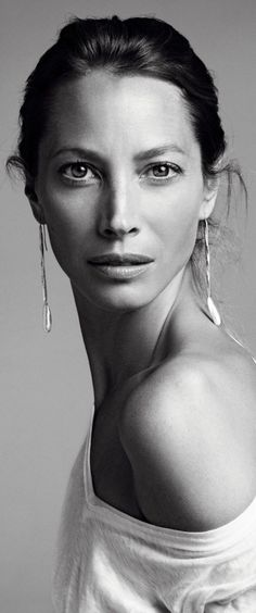 HAUTE♔FEMALE : Christy Turlington                                                                                                                                                                                 More