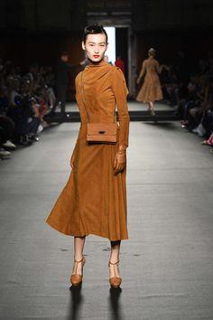 Julien Fournié, Elegant Gloves, Cute Dresses, Beautiful Dresses, Catwalk Fashion, Head To Toe, Winter Dresses, Autumn Fashion, Pant Suits