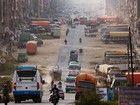 Destination des fondus d'Himalaya, Katmandou déploie aujourd'hui des banlieues grises, saturées de camions