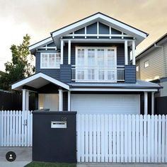 Top marks for the bold colour choice on this lovely Hamptons style weatherboard house, repost